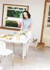 女性宠物0051,女性宠物,休闲生活,家居生活 准备早餐 小狗
