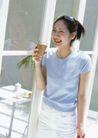 女性宠物0052,女性宠物,休闲生活,笑脸 短袖衣 喝水