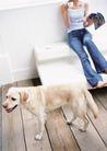 女性宠物0057,女性宠物,休闲生活,牛仔裤 赤脚 看杂志