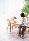 女性宠物0058,女性宠物,休闲生活,餐桌 进餐 两条狗狗
