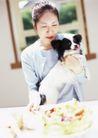 家庭宠物0062,家庭宠物,休闲生活,美女 爱狗 喂食
