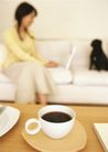 家庭宠物0091,家庭宠物,休闲生活,沙发 桌子 黑狗