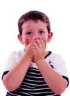 时尚儿童0102,时尚儿童,亲子教育,大眼男孩 捂嘴 西方儿童