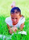 儿童表情0072,儿童表情,亲子教育,少女 看书 草丛