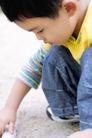 欢乐童颜0022,欢乐童颜,亲子教育,男孩 观察 地面