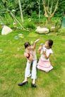欢乐童颜0034,欢乐童颜,亲子教育,草地 吹水泡 青草