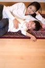 亲子关系0024,亲子关系,亲子教育,地板 睡觉 说话