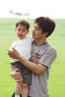 亲子关系0027,亲子关系,亲子教育,父亲 儿子 抱着