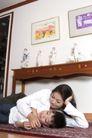亲子关系0031,亲子关系,亲子教育,彩画 睡午觉 木桌