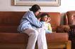 亲子关系0049,亲子关系,亲子教育,皮沙发