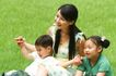 亲子关系0061,亲子关系,亲子教育,妈妈 草地 风景