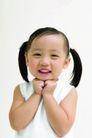 儿童广告0171,儿童广告,亲子教育,小女孩 白背心 扎小辫