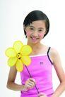 儿童广告0175,儿童广告,亲子教育,小风车 紫色小背心 羞涩笑容