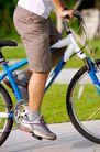 亲子休闲脚踏车0053,亲子休闲脚踏车,休闲,中腿裤 运动鞋 用力蹬