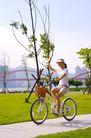 亲子休闲脚踏车0061,亲子休闲脚踏车,休闲,美女 脚踏车 草地