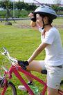 亲子休闲脚踏车0064,亲子休闲脚踏车,休闲,少女 休息 擦汗