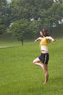 瑜伽运动0034,瑜伽运动,休闲,单脚着地 双手平伸 练平衡