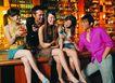 节日夜晚0052,节日夜晚,休闲,高档酒吧 谈笑 坐在吧台上