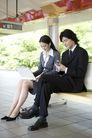商业通勤0044,商业通勤,商业,车站 坐着等车