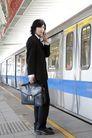 商业通勤0054,商业通勤,商业,深色西装 地铁站 准备上车