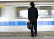 商业通勤0057,商业通勤,商业,飞驰的地铁 男士背影 候车