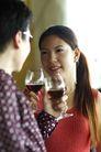 两人生活0018,两人生活,生活,红酒 养眼 干杯 庆祝 品尝 情侣 约会 女孩 女人 家居生活 同居 夫妻 休闲生活 假日生活 休假 放松