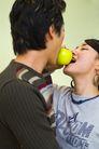 两人生活0029,两人生活,生活,吃东西 水果 游戏