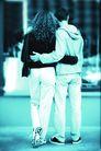 今日购物0019,今日购物,生活,驻足 欣赏 安慰 背影 搂腰 人物 走路 大街 逛街 户外 城市 街道 情侣 约会