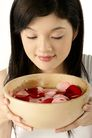 女人花0025,女人花,美容,花瓣 木碗 丽人