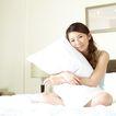 美颜化妆0041,美颜化妆,美容,抱着枕头 坐床上