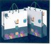 百合服饰-005,服饰美容,中国品牌年鉴2004,物品袋 百禾服饰 深色背景 服装袋