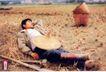 药品及保健品0023,药品及保健品,中国广告作品年鉴2004,熟睡的男人 稻田 草垛 锄头 箩筐 辛勤
