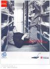 家用电器广告创意0099,家用电器广告创意,国际知名品牌广告创意,书架 姿势 上网