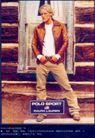 服装内衣广告创意0128,服装内衣广告创意,国际知名品牌广告创意,洒脱男子