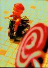 食品饮料保健品医药0001,食品饮料保健品医药,广东摄影年鉴2006,玩具 棒棒糖 骑车 吸引 地面