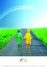 轻工日杂0012,轻工日杂,行业PSD平面模板,彩虹 雨衣 防护 原野 牵手