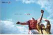 流通及服务0017,流通及服务,中国广告作品年鉴2007,仰拍 雀跃的人 飞机飞过