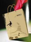 遨游天下户外运动俱乐部0010,遨游天下户外运动俱乐部,企业广告PSD分层,垂悬 人影 黄纸袋