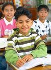 小学教育0033,小学教育,亲子教育,课室 男生 课桌