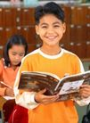 小学教育0047,小学教育,亲子教育,拿着书 上课时