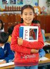 小学教育0048,小学教育,亲子教育,抱着书