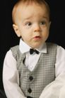 新生婴儿0105,新生婴儿,亲子教育,惊讶表情 礼服 系着领结