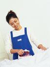 温馨家庭0062,温馨家庭,亲子教育,熨衣服 勤快的妻子 蓝色围裙