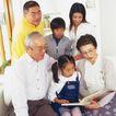 温馨家庭0075,温馨家庭,亲子教育,看书 翻阅 书本