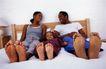 美国家庭0031,美国家庭,亲子教育,卧室 家人 睡床