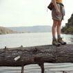 养生0017,养生,生活,树干 运动鞋 短裤 下半身 野外