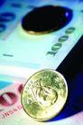 货币流通0053,货币流通,金融,纸钞 硬币 不同颜色