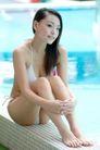 女性休闲0063,女性休闲,休闲,水池边
