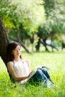 新生活0058,新生活,休闲,背靠大树 看书 靠近自然