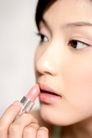 美颜化妆0052,美颜化妆,休闲,对镜梳妆 淡色口红 涂口红